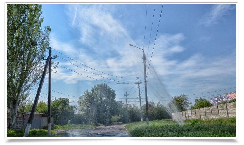 Порыв водопровода «аж до неба» на Артёма (фотофакт) (фото) - фото 2