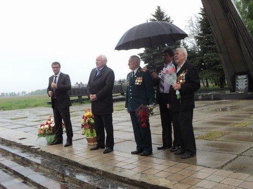 В Авдеевке поздравили ветеранов с Днем Победы (ФОТО) (фото) - фото 2