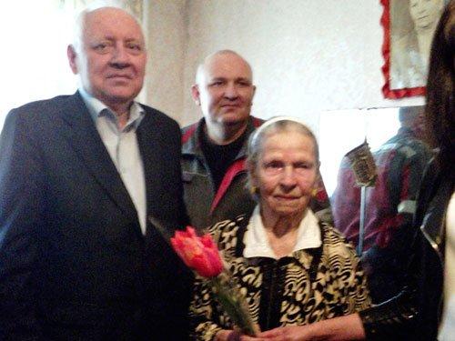 В Авдеевке поздравили ветеранов с Днем Победы (ФОТО) (фото) - фото 1