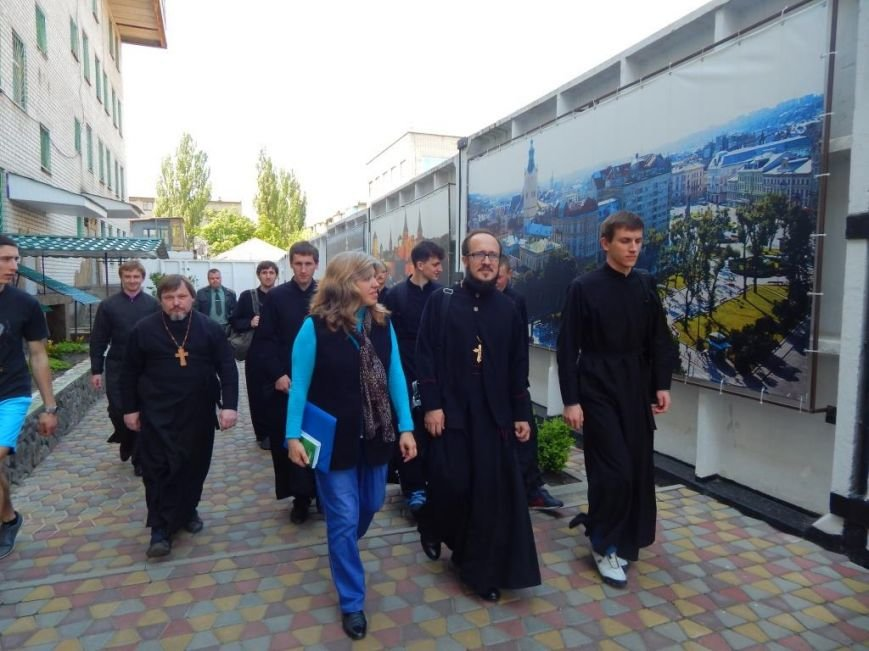 Как ребята из Кременчугской воспитательной колонии поздравляли своих мам (фото) - фото 1