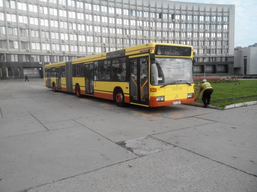 Сумчанин привез для города гуманитарку: автобус и мединструменты (ФОТО) (фото) - фото 1