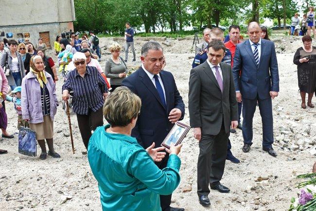 Николаевцы почтили память погибших при взрыве в многоэтажке на Намыве (ФОТО) (фото) - фото 12