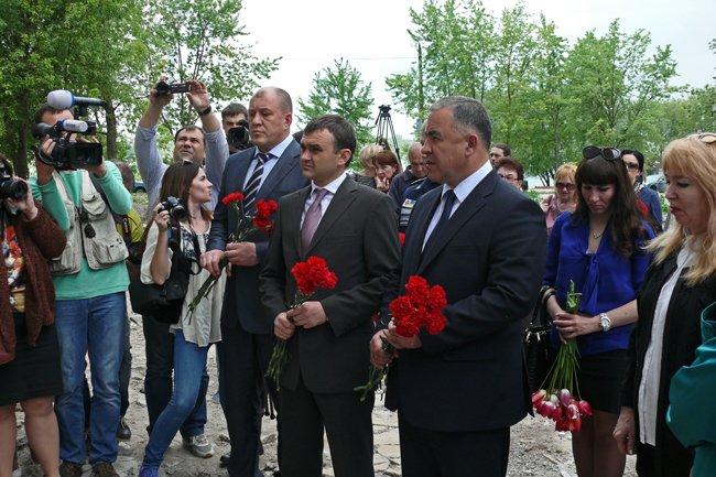 Николаевцы почтили память погибших при взрыве в многоэтажке на Намыве (ФОТО) (фото) - фото 6