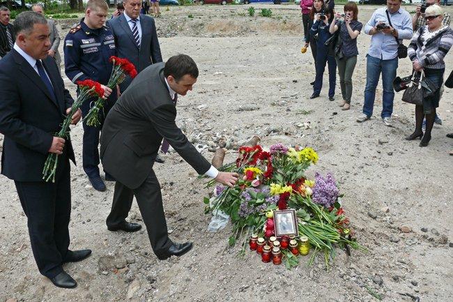 Николаевцы почтили память погибших при взрыве в многоэтажке на Намыве (ФОТО) (фото) - фото 9
