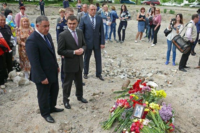 Николаевцы почтили память погибших при взрыве в многоэтажке на Намыве (ФОТО) (фото) - фото 14