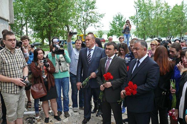 Николаевцы почтили память погибших при взрыве в многоэтажке на Намыве (ФОТО) (фото) - фото 7