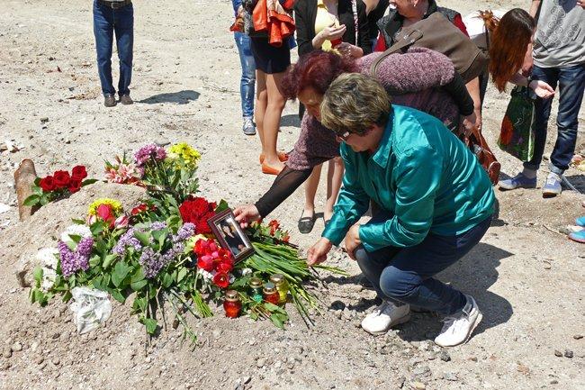 Николаевцы почтили память погибших при взрыве в многоэтажке на Намыве (ФОТО) (фото) - фото 1