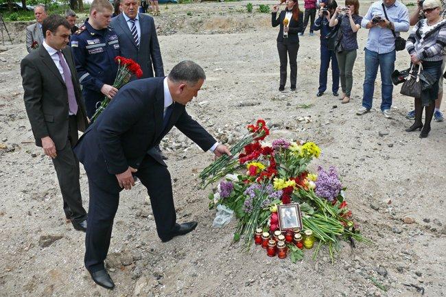 Николаевцы почтили память погибших при взрыве в многоэтажке на Намыве (ФОТО) (фото) - фото 10