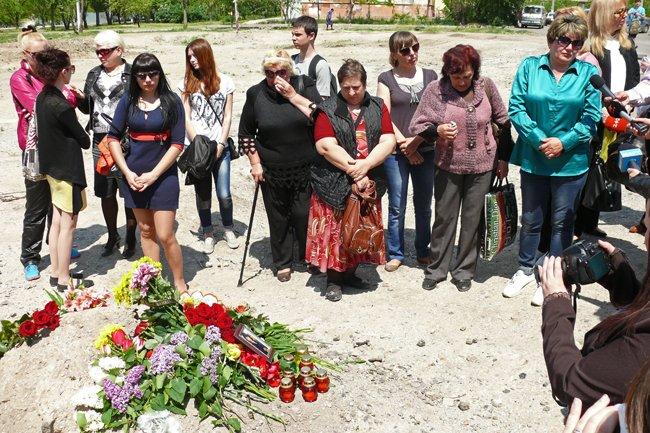 Николаевцы почтили память погибших при взрыве в многоэтажке на Намыве (ФОТО) (фото) - фото 3