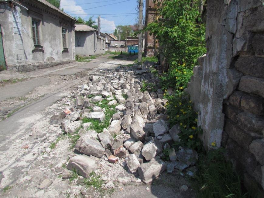 В Мариуполе  старый забор устроил шоу в Цирковом переулке (ФОТОФАКТ), фото-2