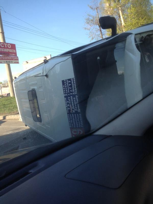 Вверх колесами: в Ульяновске перевернулась маршрутка (фото) - фото 1