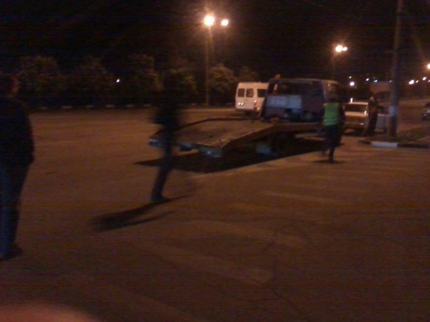 В Кривом Роге водитель «ВАЗа» из-за звонка на мобильный телефон попал в ДТП (ФОТО) (фото) - фото 1
