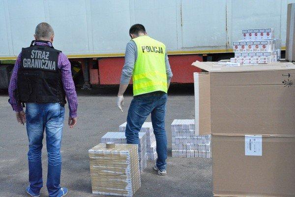 Возле Белостока задержали гродненские сигареты на 823 тыс. долларов (фото) - фото 5