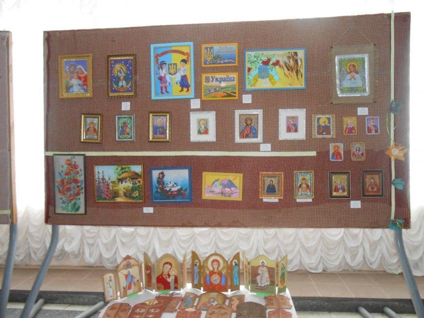 В Днепродзержинске состоялась выставка творческих работ «Виват, талант!» (фото) - фото 4
