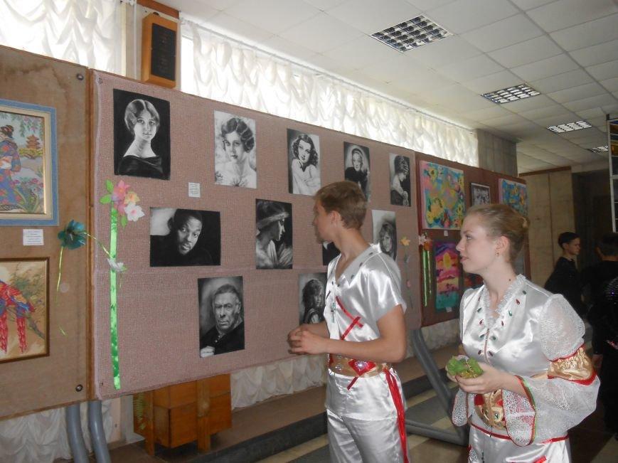 В Днепродзержинске состоялась выставка творческих работ «Виват, талант!» (фото) - фото 1