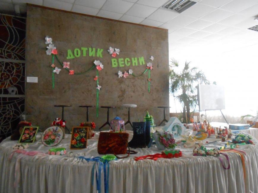 В Днепродзержинске состоялась выставка творческих работ «Виват, талант!» (фото) - фото 7