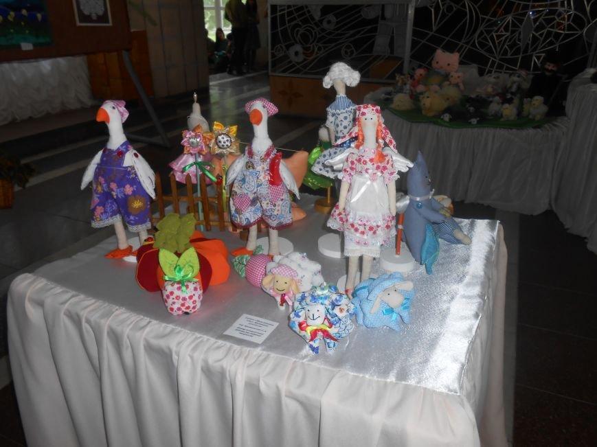 В Днепродзержинске состоялась выставка творческих работ «Виват, талант!» (фото) - фото 8