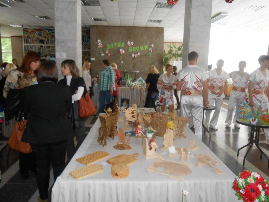 В Днепродзержинске состоялась выставка творческих работ «Виват, талант!» (фото) - фото 3