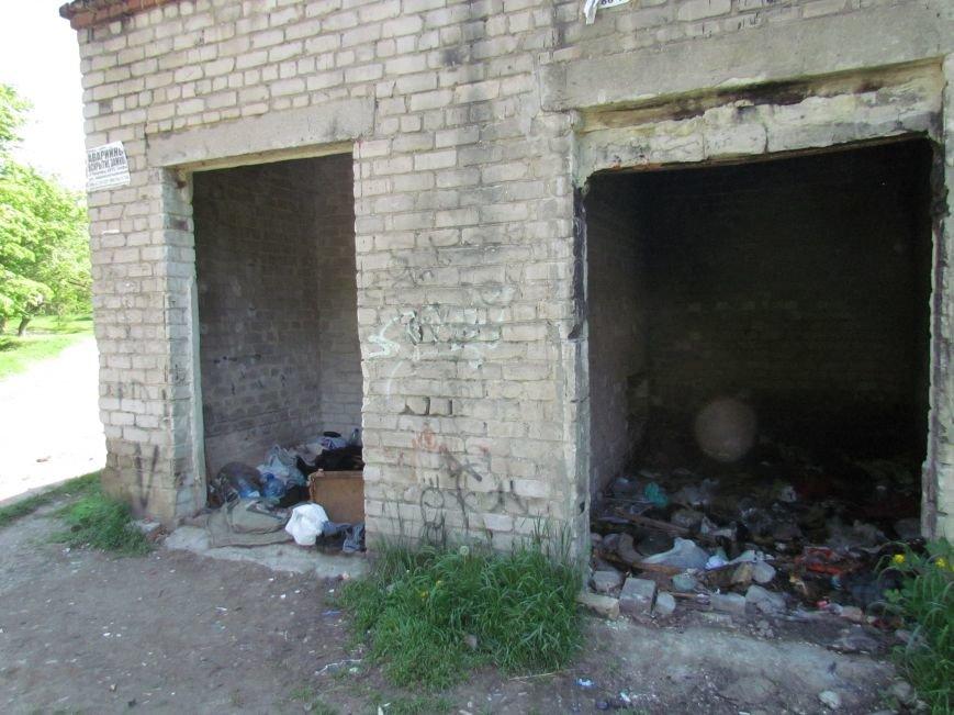 Мариупольцам мешают соседи-бомжи (ФОТО), фото-5