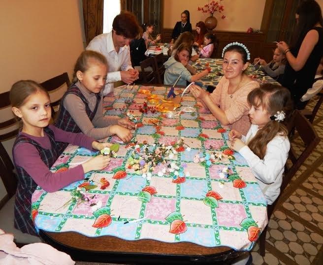 У Львові соціально незахищених дітлахів навчили виготовляти подарунки (ФОТОРЕПОРТАЖ) (фото) - фото 1