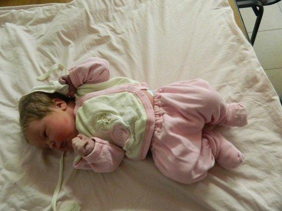 В Киеве незнакомка подбросила новорожденную дочь в больницу (ФОТО) (фото) - фото 1