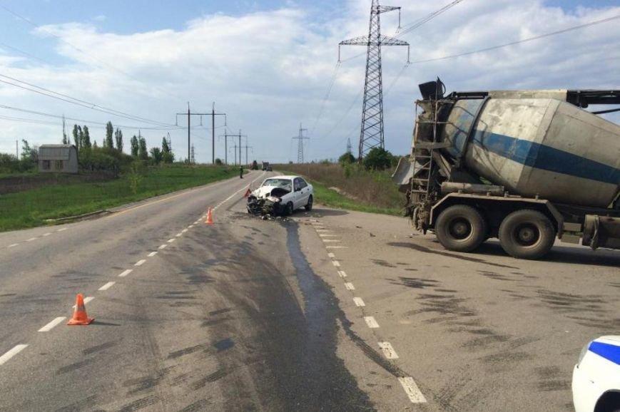 В Белгородском районе легковушка врезалась в грузовик-бетономешалку (фото) - фото 1