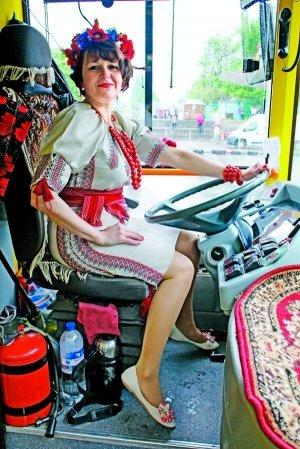 Колоритна водійка тролейбуса із Житомирщини підкорила столицю та соцмережі, фото-1