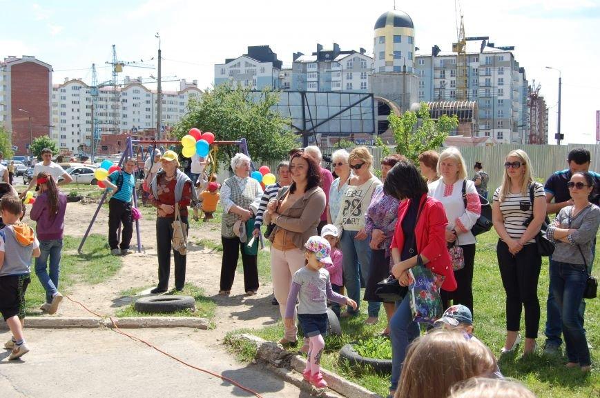 У дворі, який захистили від забудови, відкрили дитячий майданчик (ФОТО), фото-3