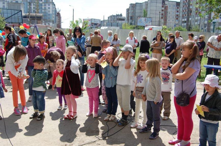 У дворі, який захистили від забудови, відкрили дитячий майданчик (ФОТО), фото-1