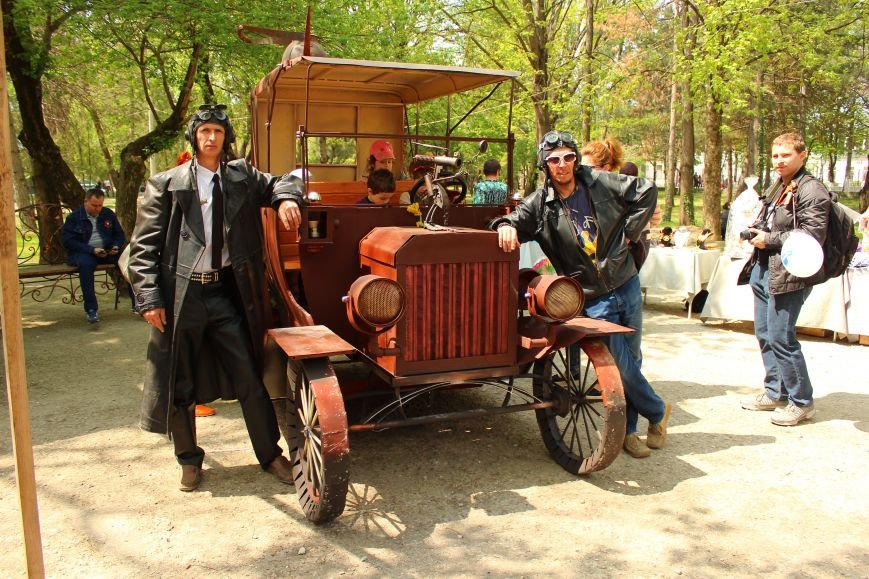 В Детском парке Симферополя появился раритетный «Форд». «Прокатиться» могут все желающие (ФОТОФАКТ), фото-1