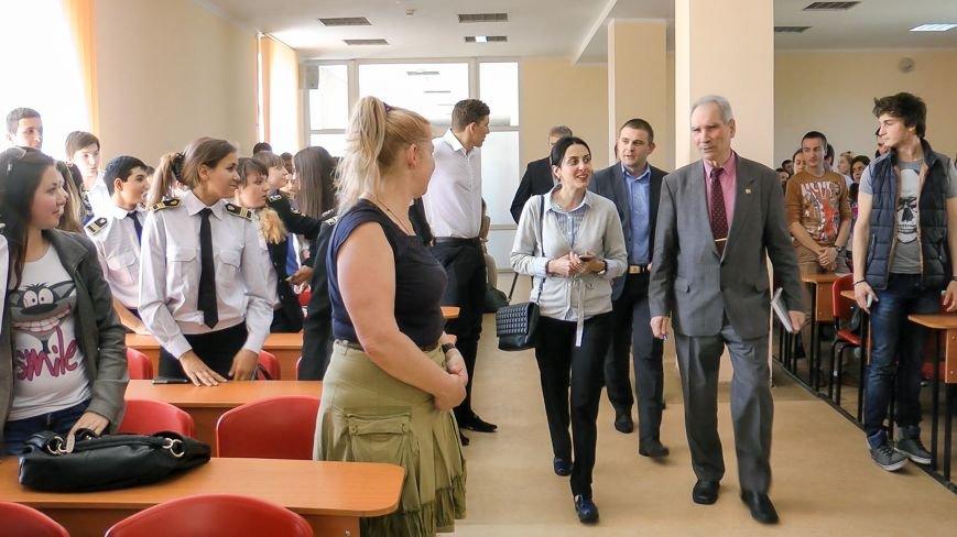 В одесском вузе советница Авакова рассказывала о принципах работы новой полиции (фото) - фото 1