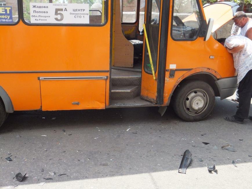 В Кировограде автомобиль протаранил маршрутку. ФОТО (фото) - фото 1