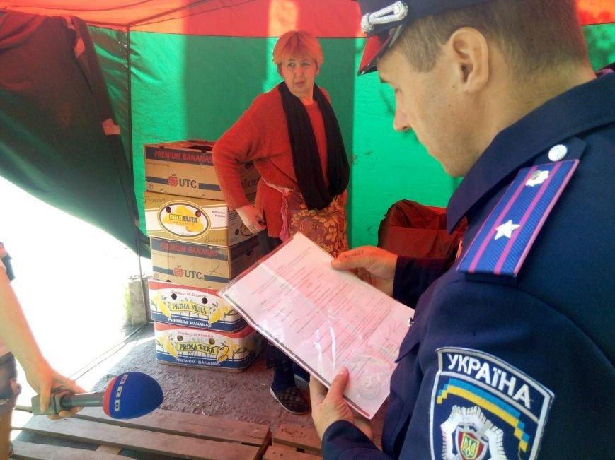Мариупольским журналистам показали, как милиция борется со стихийной торговлей (ФОТО) (фото) - фото 1