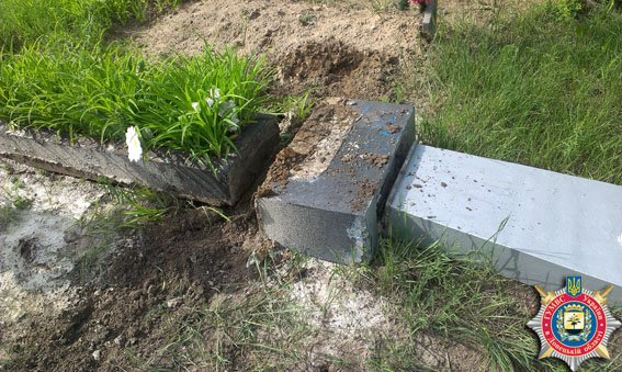 Добропольские правоохранители задержали двух кладбищенских воров (фото) - фото 1