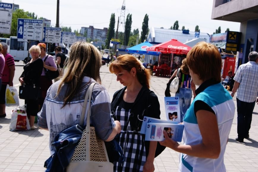 В Николаеве бесплатно раздавали презервативы (ФОТОФАКТ) (фото) - фото 1