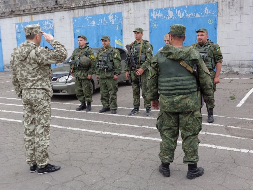 В Красноармейск из зоны АТО вернулись милиционеры-добровольцы (фото) - фото 1