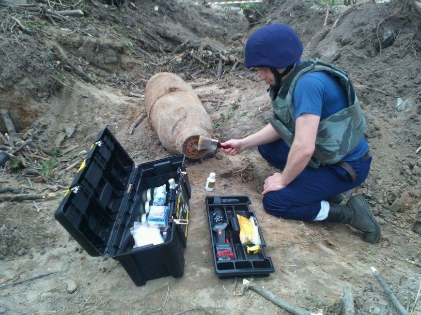 В Киеве строители обнаружили 250-килограммовую авиационную бомбу (ФОТО) (фото) - фото 1