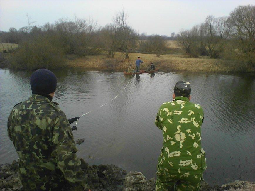 Військові інженери на Рівненщині з'єднали два райони мостами, що витримають навіть танк (фото) - фото 1