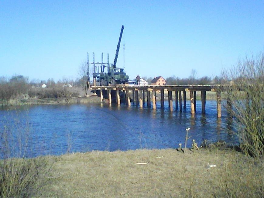Військові інженери на Рівненщині з'єднали два райони мостами, що витримають навіть танк (фото) - фото 3