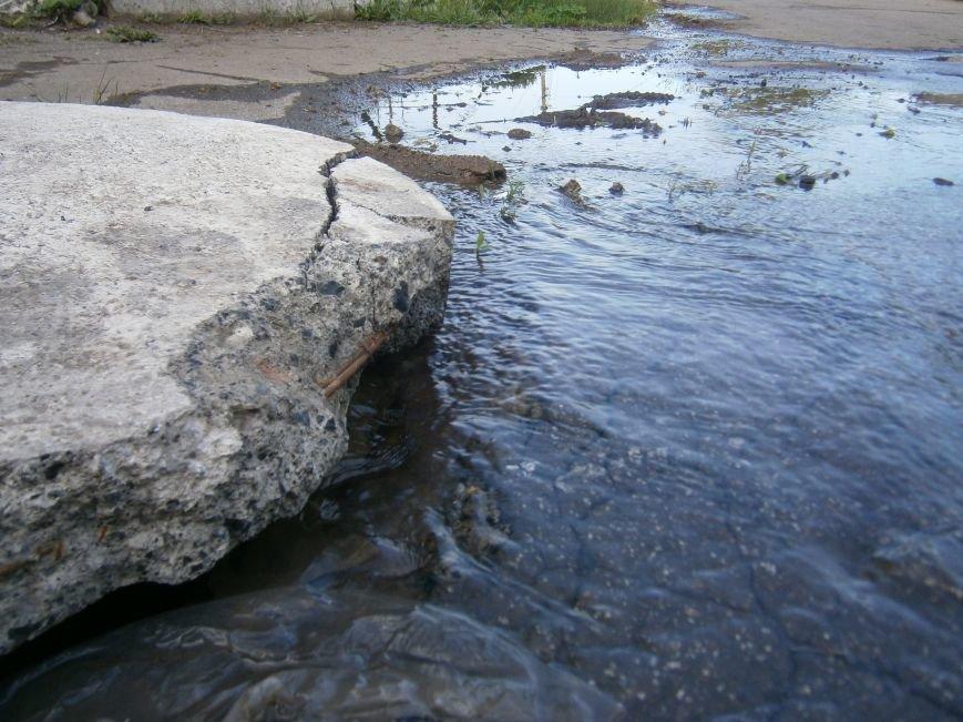 М-н «Светлый» затапливает канализацией, а Новатор – водой, или что не дает Димитровскому водоканалу своевременно устранять порывы (фото) - фото 2