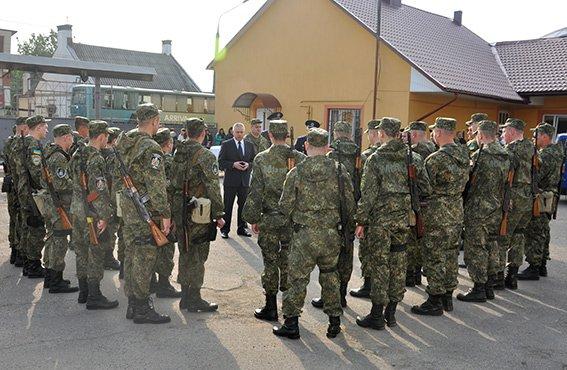Група буковинських правоохоронців виїхала в зону проведення АТО (фото) - фото 1