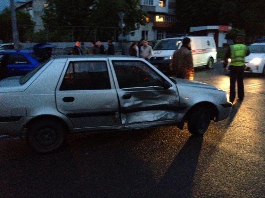 Не розминулись на дорозі: перелом носа і побиті автівки (ФОТО), фото-1