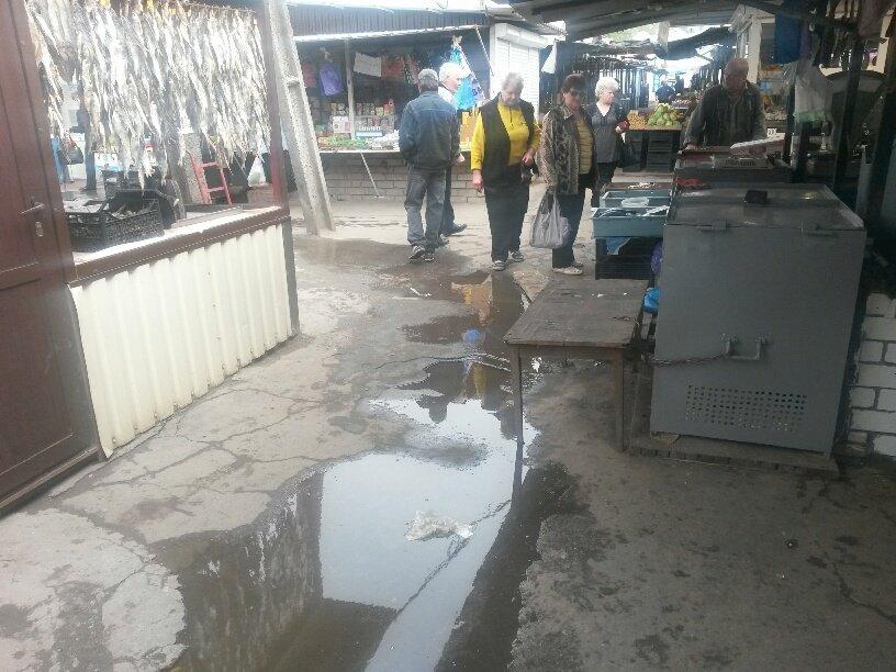 В Мариуполе фекалии затопили овощной рынок (ФОТО), фото-6