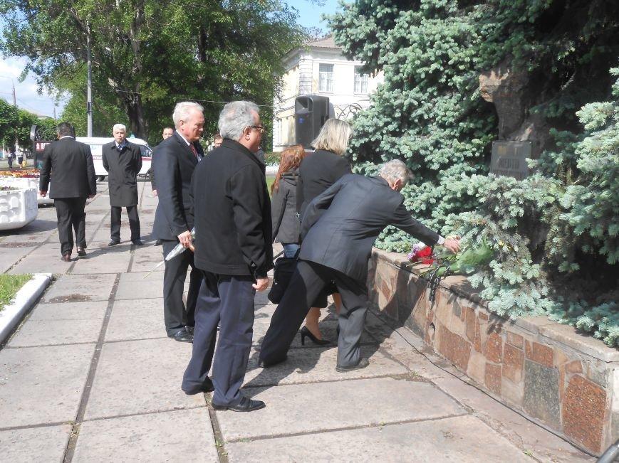 В Днепродзержинске почтили память жертв политических репрессий (фото) - фото 6