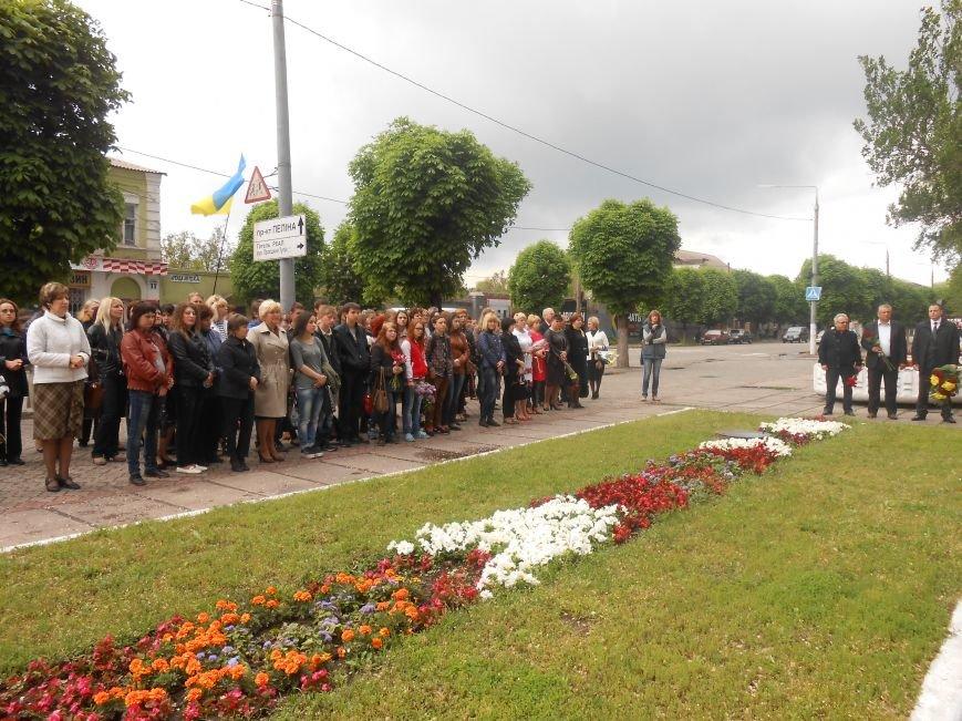 В Днепродзержинске почтили память жертв политических репрессий (фото) - фото 3