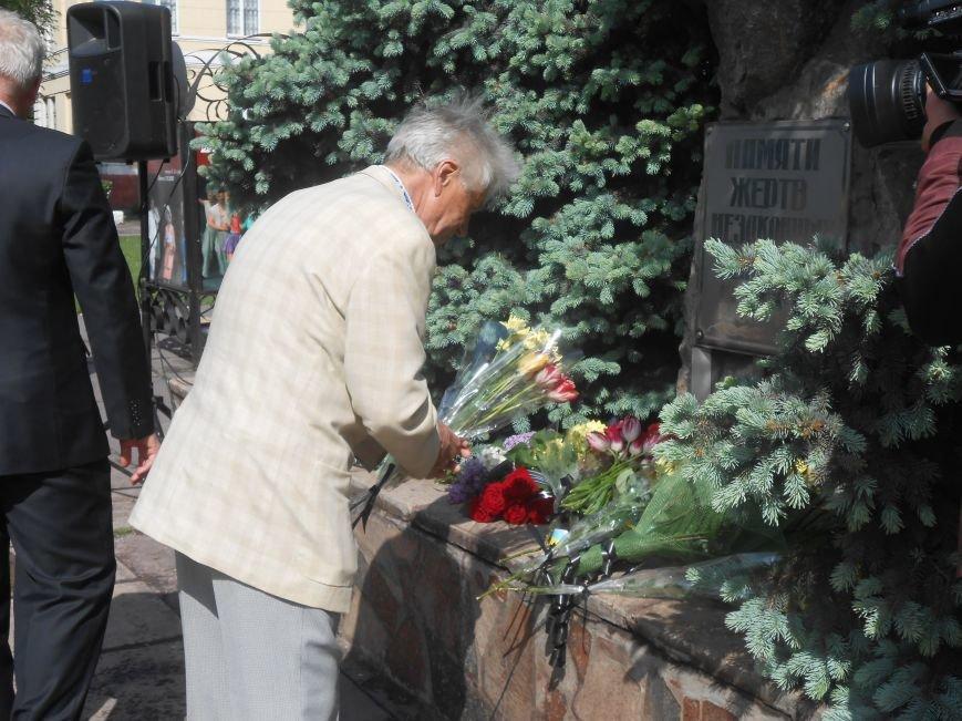 В Днепродзержинске почтили память жертв политических репрессий (фото) - фото 7