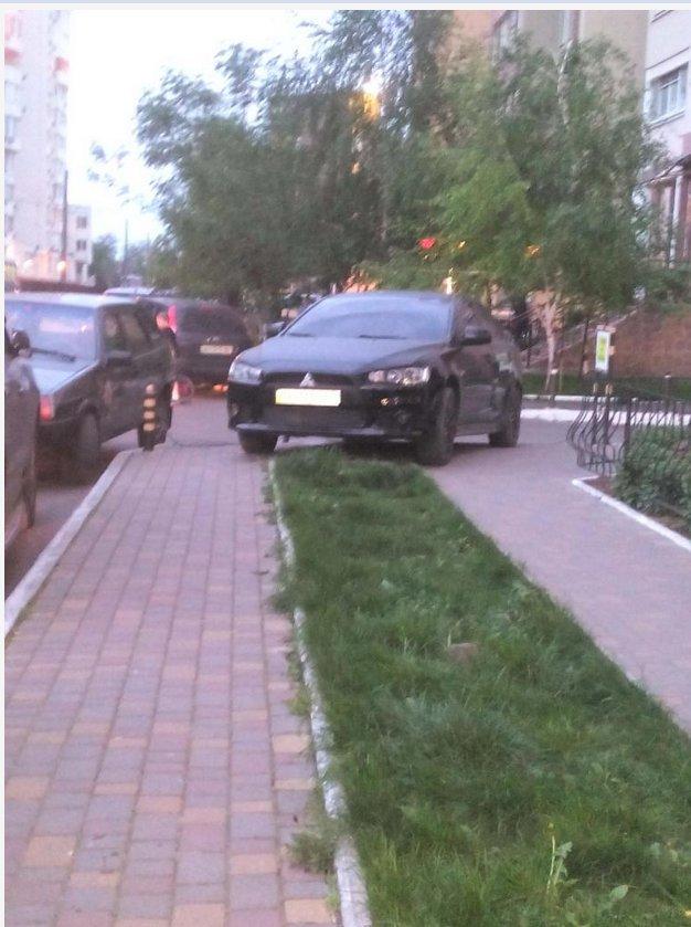 Газоны, тротуары, детские площадки: В Одессе собирают любимые места мастеров парковки 80-го уровня (ФОТО) (фото) - фото 3