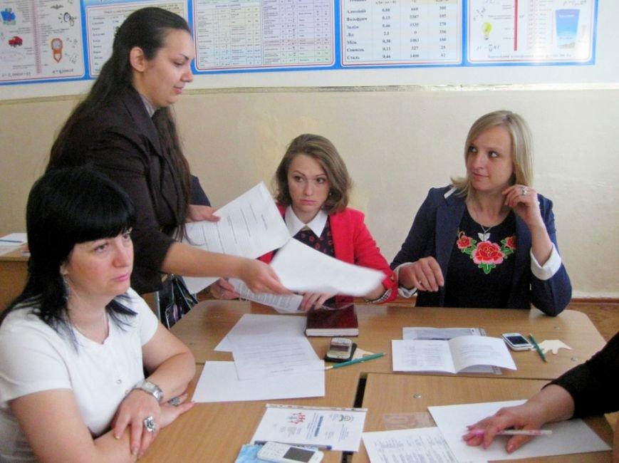 Специалисты Доброполья создают условия для формирования социальной компетентности учащихся и развития их лидерского потенциала (фото) - фото 1