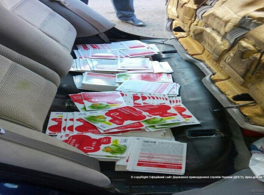 Не довез. Украинские пограничники задержали дончанина с более 6 тыс. карточек пополнения счета и комплектующими к беспилотникам (фото) - фото 1
