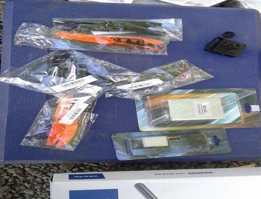 Не довез. Украинские пограничники задержали дончанина с более 6 тыс. карточек пополнения счета и комплектующими к беспилотникам (фото) - фото 2